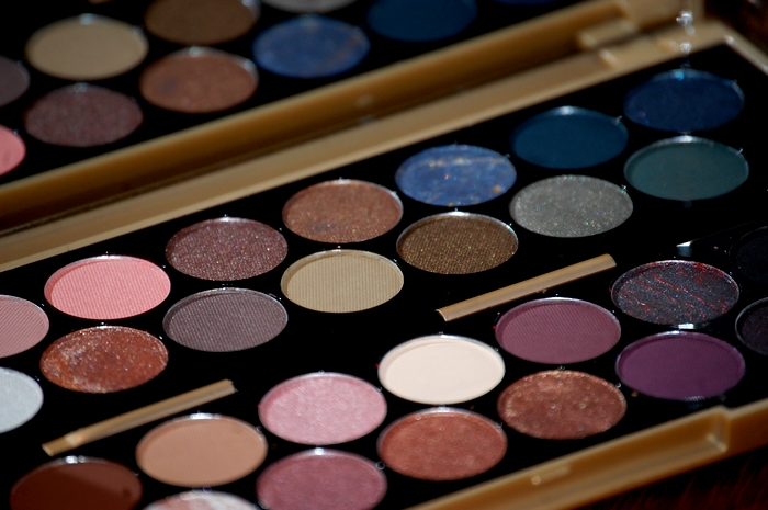 Make Up Revolution : Palette Fortune Favours the Brave - Close up fards