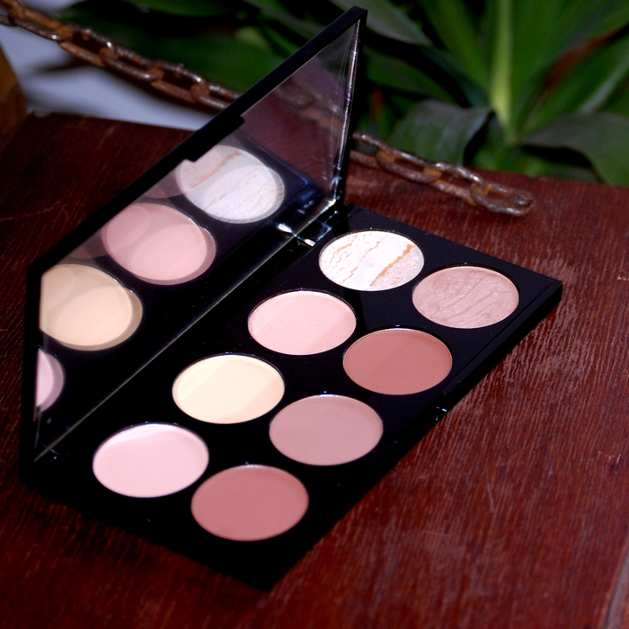 La palette Ultra Contour Make Up Revolution
