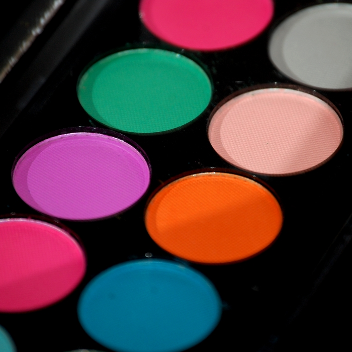 Palette Sleek Ultra Mattes V1 ; close up